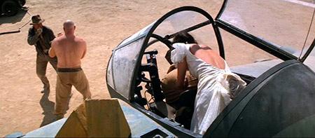 escena del avión en Raiders