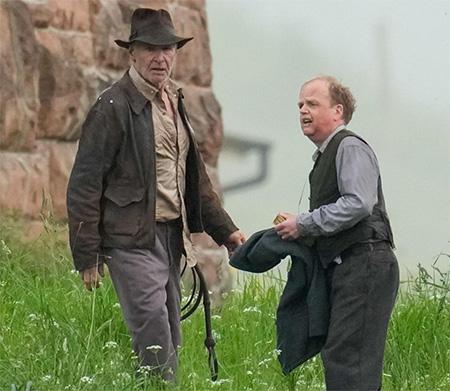 Harrison Ford y Toby Jones