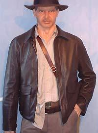 e059d1ea1817d ... esta cazadora especialmente para Indy bajo las indicaciones de la  diseñadora de vestuario de la primera película de Indiana Jones